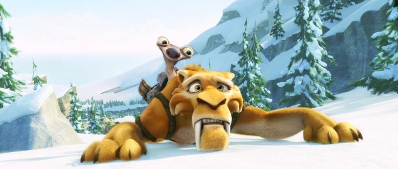L'era glaciale 4: Continenti alla deriva, Diego si arrampica sul ghiaccio con Sid sulle spalle in una scena