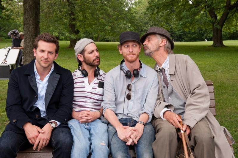 The Words: i registi Brian Klugman e Lee Sternthal scherzano sul set con Jeremy Irons e Bradley Cooper