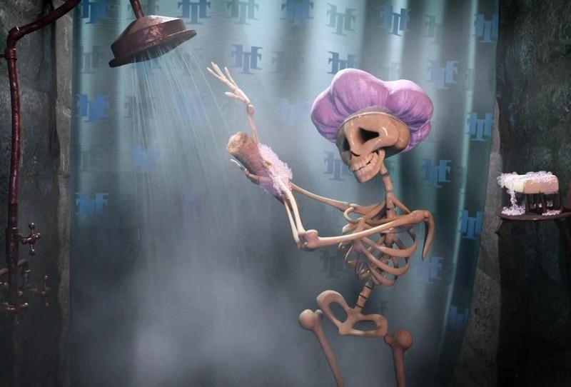 Hotel Transylvania: scheletri attenti all'igiene personale in una scena del film