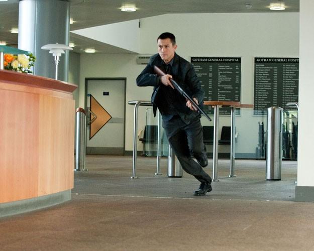 Joseph Gordon-Levitt in azione in una scena di Il cavaliere oscuro - Il ritorno