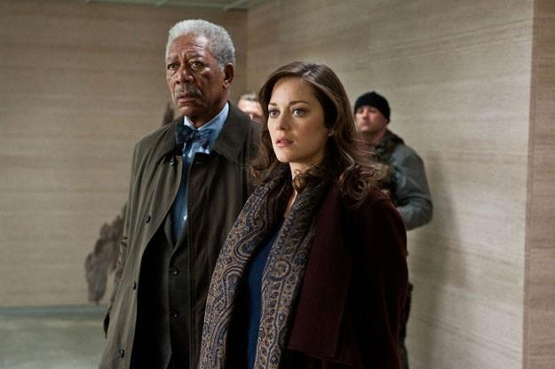 Morgan Freeman e Marion Cotillard in una scena de Il cavaliere oscuro - Il ritorno