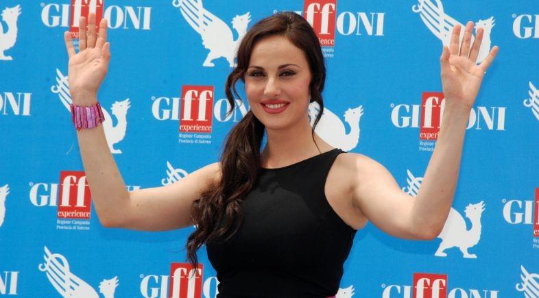 Isabelle Adriani saluta il pubblico del Giffoni FIlm Festival