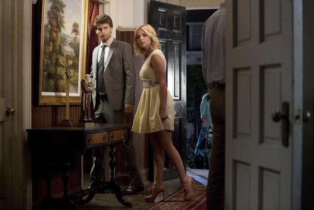 Pretty Little Liars: Ashley Benson e Keegan Allen nell'episodio Remains of the A