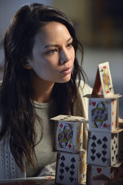 Pretty Little Liars: Janel Parrish nell'episodio Crazy