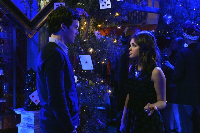 Pretty Little Liars: Lucy Hale ed Ian Harding nell'episodio That Girl Is Poison