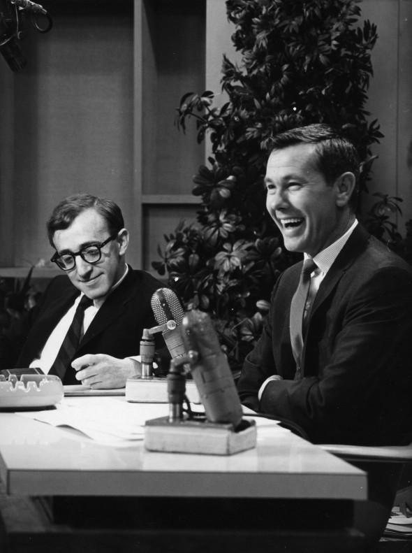 Woody: un'immagine di Woody Allen insieme al comico televisivo e radiofonico Johnny Carson in una foto