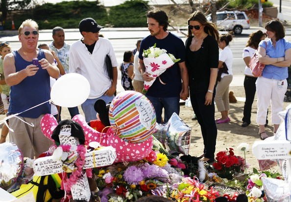 Aurora, Colorado: Christian Bale e sua moglie Sandra Blazic fanno visita al luogo della strage