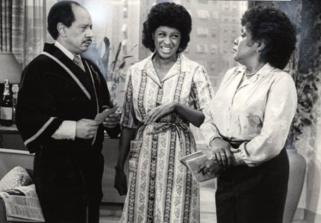 GEORGE (SHERMAN HEMSLEY), FLORENCE (MARLA GIBBS) E LOUISE (ISABEL SANFORD) ne I JEFFERSON