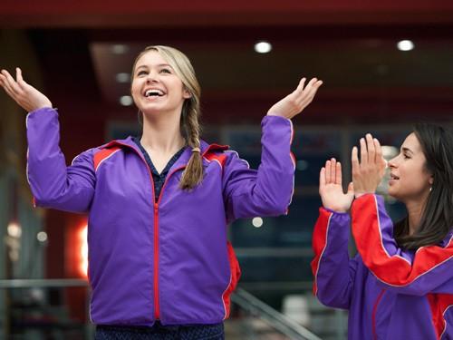 Make it or Break it: Ayla Kell e Josie Loren nell'episodio Smells Like Winner