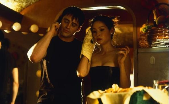 Matt LeBlanc con Lucy Liu in Charlie's Angels