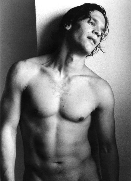 Sergio Peris-Mencheta a torso nudo