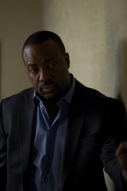 Alphas: Malik Yoba nell'episodio Wake-Up Call