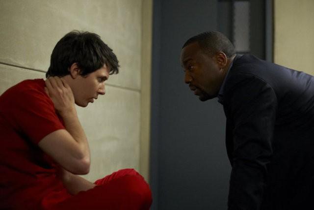 Alphas: Ryan Cartwright e Malik Yoba nell'episodio Wake-Up Call