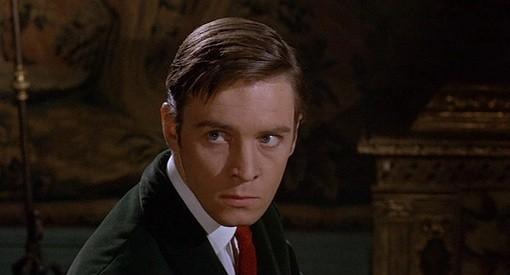 Barry Warren è Carl Ranva nel film Il mistero del castello