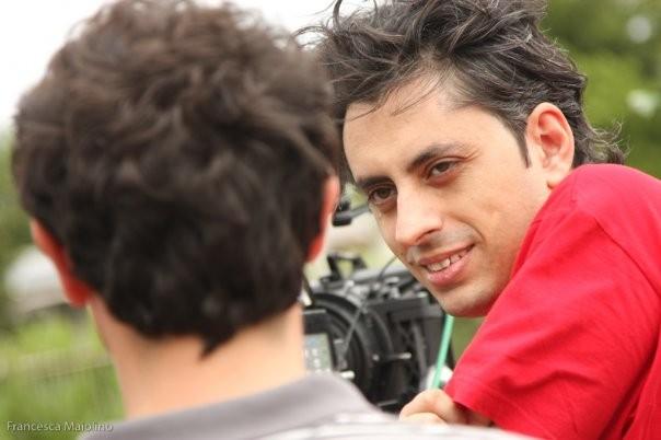 il regista Massimo Coglitore al lavoro sul set