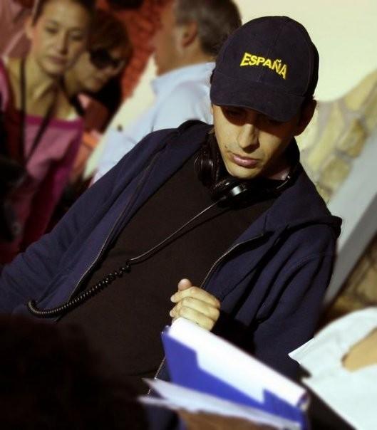 Massimo Coglitore durante il lavoro su un set