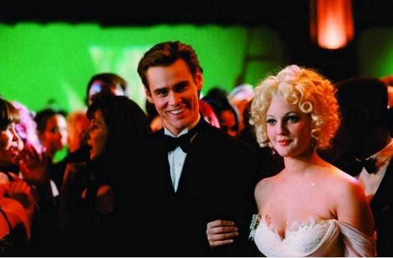 Batman Forever: Drew Barrymore e Jim Carrey in una scena del film