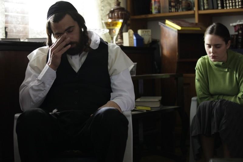Fill the Void: Yiftach Klein e Hadas Yaron (a destra) in una scena tratta dal film