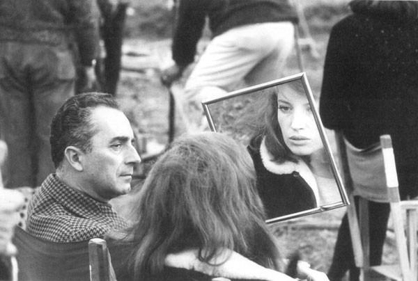 Michelangelo Antonioni e Monica Vitti sul set
