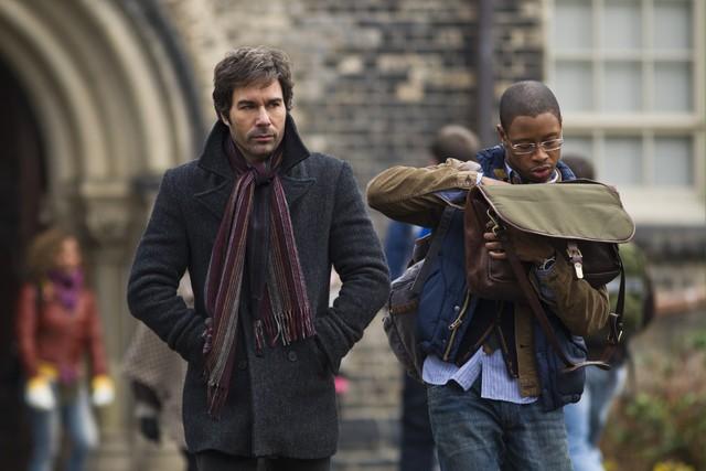 Perception: Eric McCormack e Arjay Smith in una scena dell'episodio Cipher