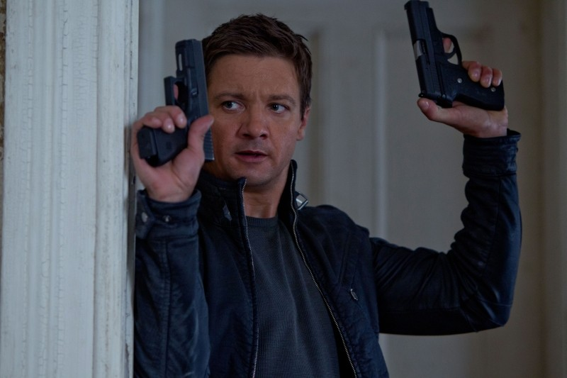The Bourne Legacy: Jeremy Renner in azione in una scena del film