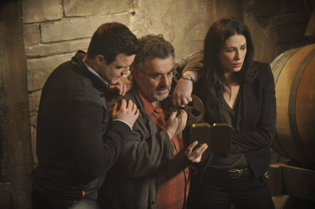 Warehouse 13: Eddie McClintock, Saul Rubinek e Joanne Kelly nell'episodio A New Hope