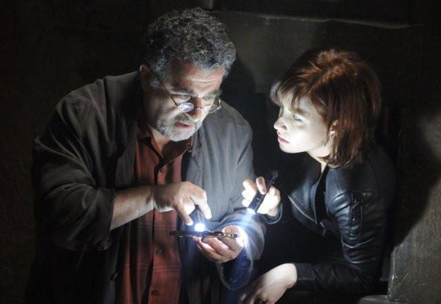 Warehouse 13: Saul Rubinek ed Allison Scagliotti nell'episodio A New Hope