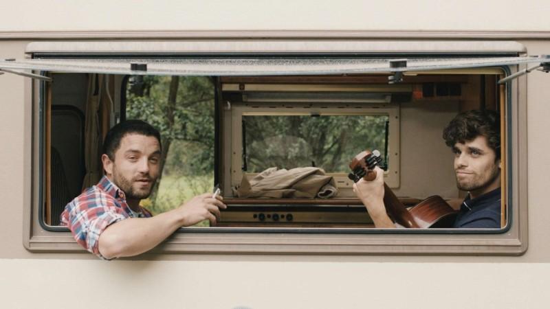 Mobile Home: i protagonisti Arthur Dupont e Guillaume Gouix in una scena del film