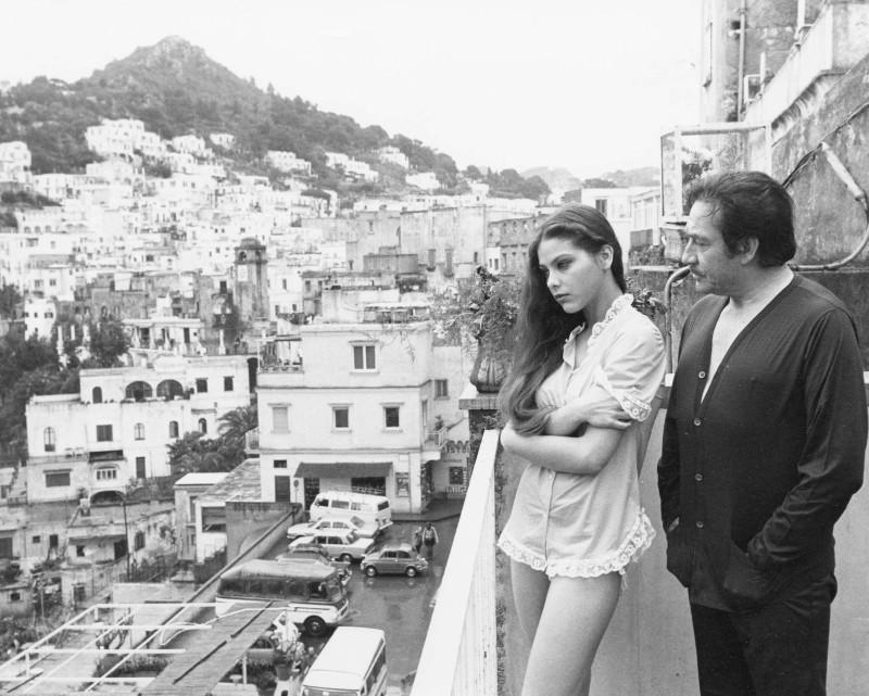 Primo amore: Ugo Tognazzi insieme ad Ornella Muti in una scena del film sullo sfondo di San Pellegrino Terme