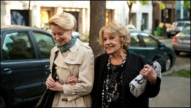 Une Estonienne à Paris: Laine Mägi in una scena del film con Jeanne Moreau