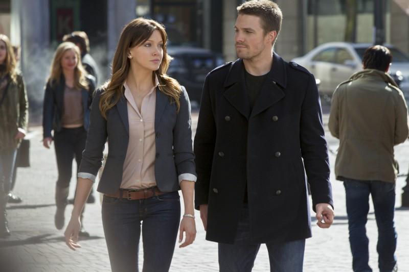 Arrow: Katie Cassidy e Stephen Amell nel pilot della serie CW