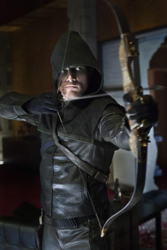 Arrow: Stephen Amell in una delle prime immagini della serie