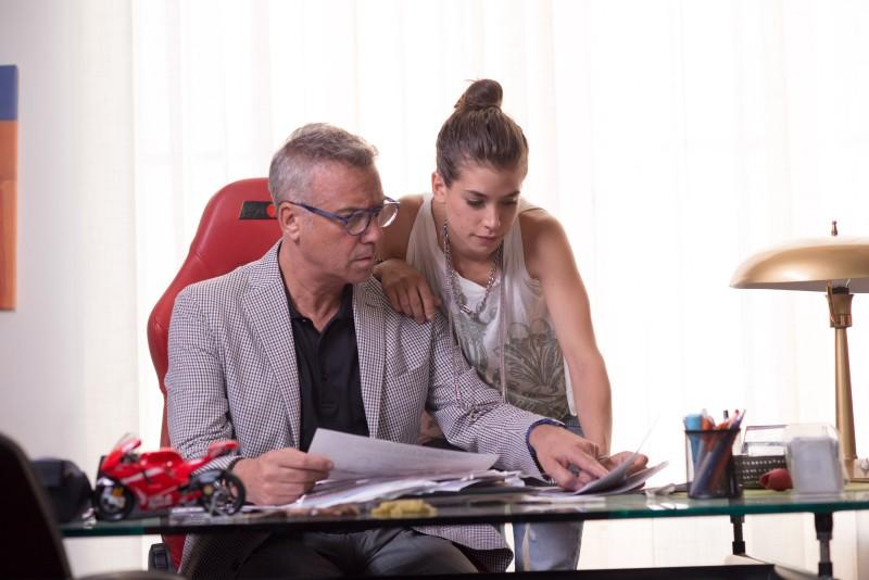 Giulia Michelini e Massimo Ghini in Outing - Fidanzati per sbaglio