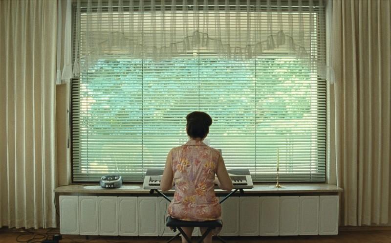 Paradise: Faith, Maria Hofstätter di spalle in una scena del film