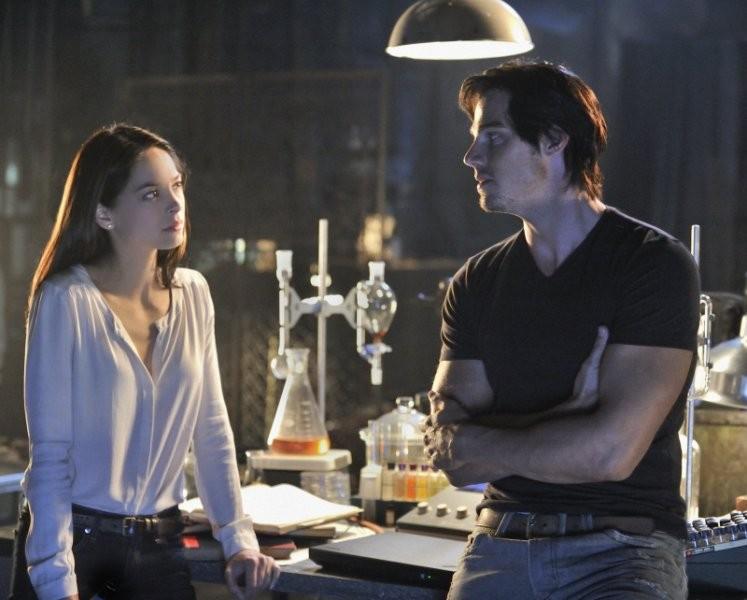 Beauty and the Beast: Jay Ryan e Kristin Kreuk in una scena del pilot della serie CW