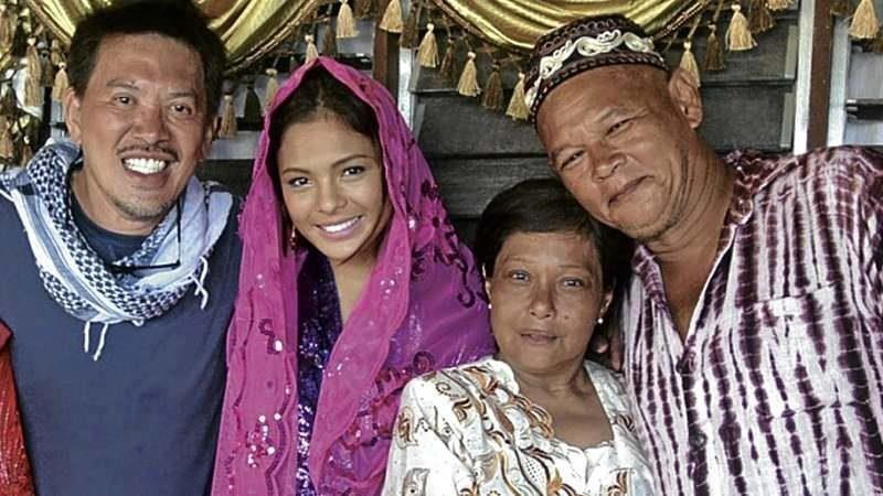 Thy Womb: il regista Brillante Mendoza con Nora Aunor, Mercedes Cabral e Bembol Roco sul set