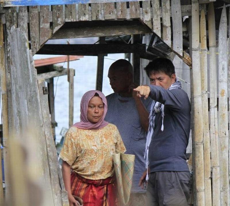 Thy Womb: il regista Brillante Mendoza insieme a Nora Aunor e Bembol Roco sul set del film
