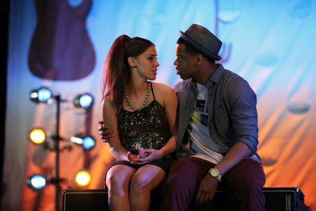 90210: Jessica Lowndes e Tristan Wilds nell'episodio Blood is Thicker than Mud