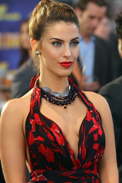 90210: Jessica Lowndes nell'episodio 'Tis Pity