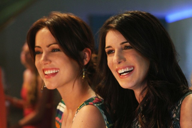 90210: Jessica Stroup e Shenae Grimes nell'episodio A Tale of Two Parties