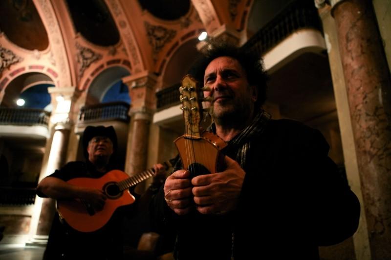 Enzo Avitabile Music Life: il protagonista del documentario musicale Enzo Avitabile in una scena