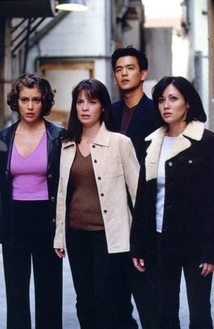 Holly Marie Combs, Alyssa Milano, Shannen Doherty nell'episodio Un amore ultraterreno della serie Streghe