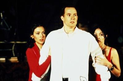 Holly Marie Combs e Alyssa Milano in una scena dell'episodio Mondo di celluloide della serie Streghe