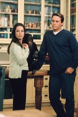 Holly Marie Combs e Brian Krause in una scena dell'episodio Le tre scimmie della serie Streghe