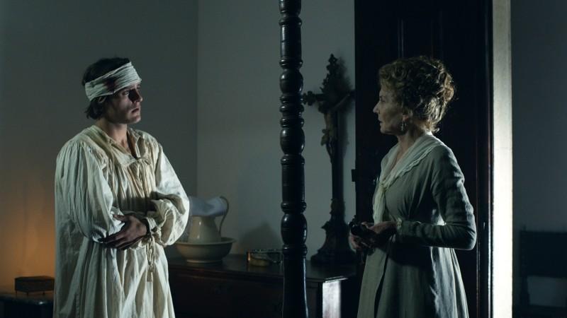 Lines of Wellington: Carloto Cotta è il tenente Pedro de Alencar in una scena insieme a Marisa Paredes