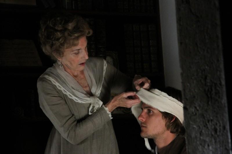 Lines of Wellington: Marisa Paredes insieme a Carloto Cotta in un momento del film