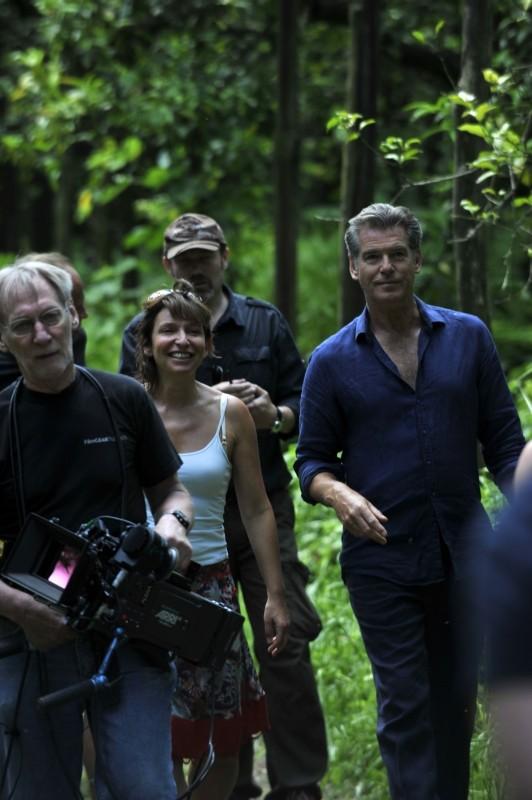 Love Is All You Need: la regista Susanne Bier e Pierce Brosnan sul set del film