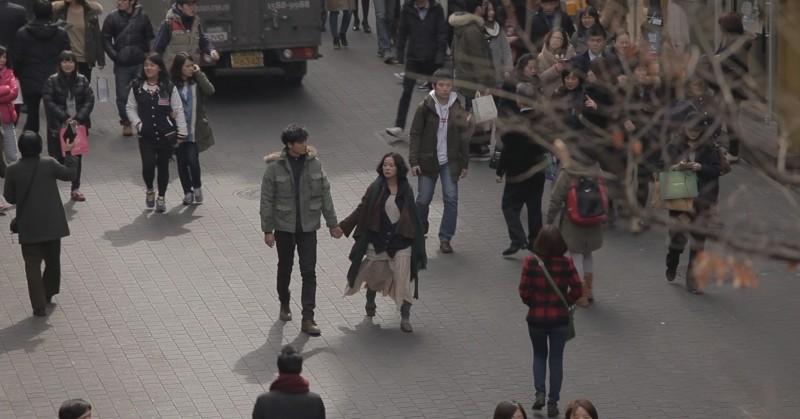 Pietà: Jo Min-su mano nella mano con Lee Jung-jin in una scena