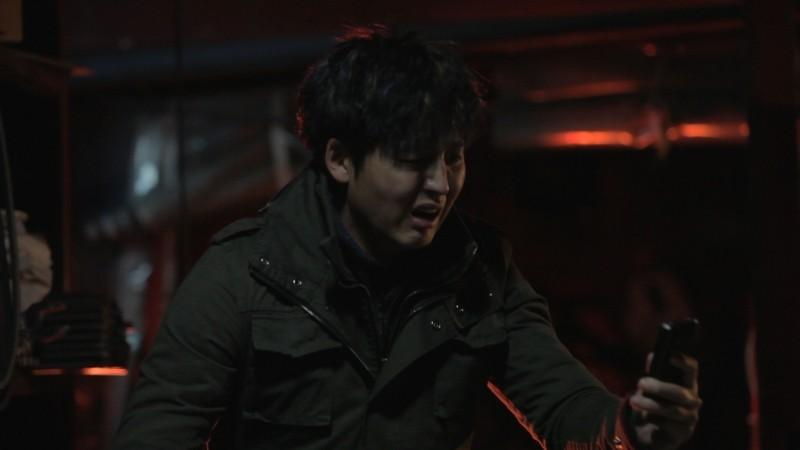 Pietà: Lee Jung-jin in preda alla disperazione in una scena del film