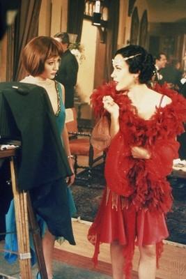 Shannen Doherty e Alyssa Milano in un momento dell'episodio Il fascino del male della serie Streghe